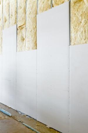 pared con aislante y paredes de yeso