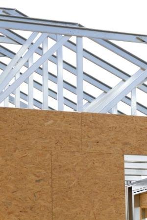 colocación de paneles osb en obra de steel frame
